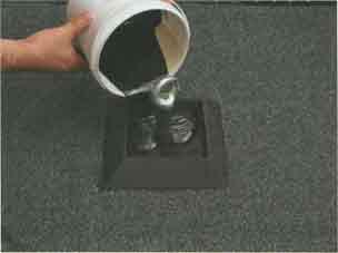 Заливка рамки битумно-полиуретановым герметиком